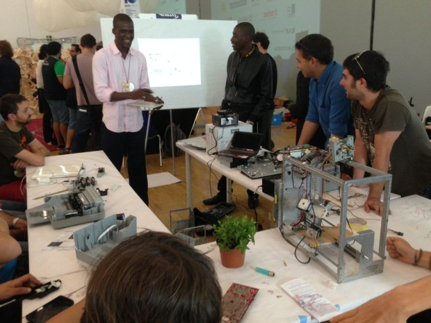 Afate Gnikou and Koffi leading a workshop on making a 3Dprinter out of trash