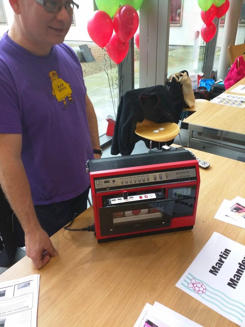 The 1981 Portable VCR Media Centre running Raspberry PI
