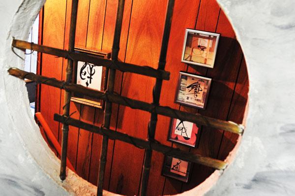 個展書の壁 階段