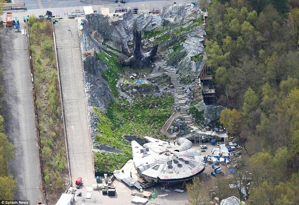 Set photos for Star Wars: Episode VIII reveal Ahch-To and Millennium Falcon sets!