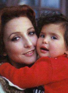 Angélica, con su mami Angélica María