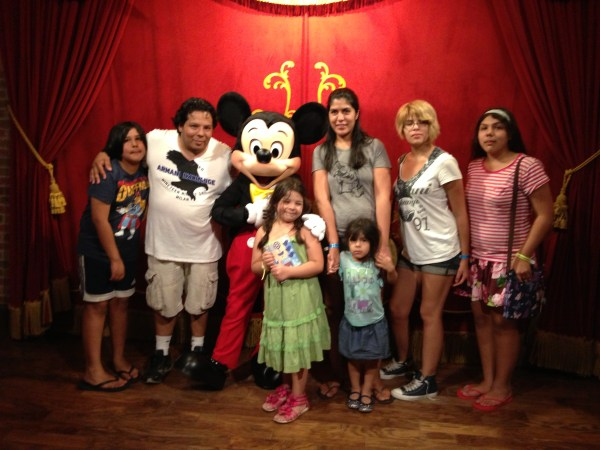 Con Micky Mouse Disney Word