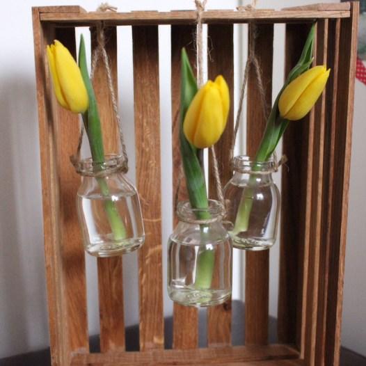 Frühlingsdeko Holzkiste Vasen Mobile