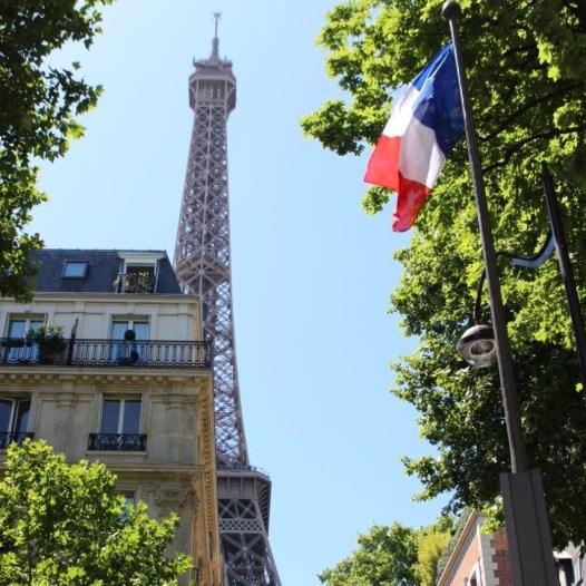 Paris Eifelturm französische Flagge