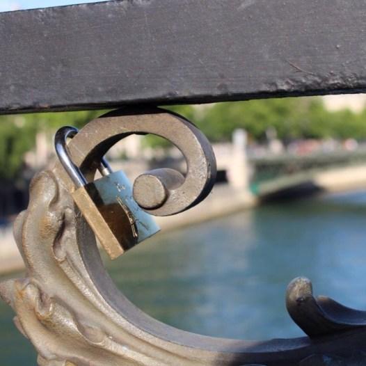 Stadt der liebe Paris Schloss an Brücke