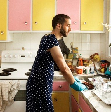 house husband1 380x384 Why did this innocent photo make people so incredibly angry?