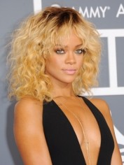Rihanna-Grammy-Awards-2012