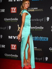jennifer-hawkins-pictures-aqua-dress-2012-logies