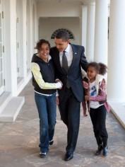 Barack and daughters