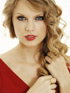taylor swift red 290x385 Taylor Swift