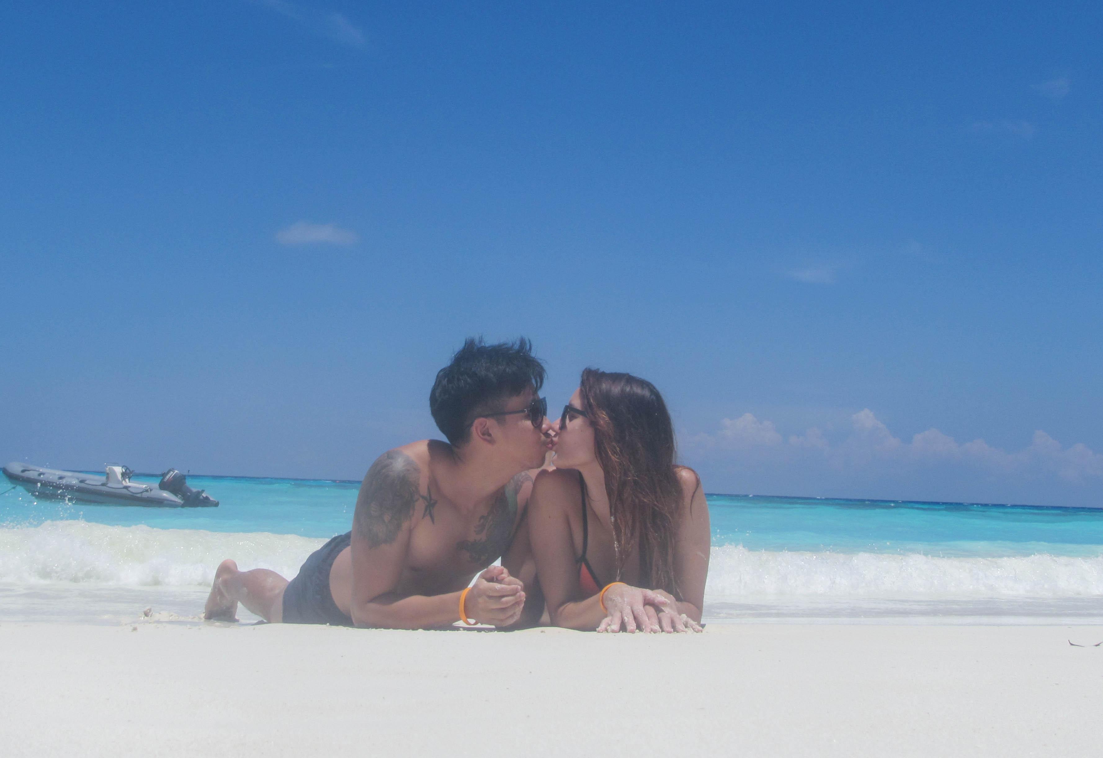 couple_kissing_tachai_thailand