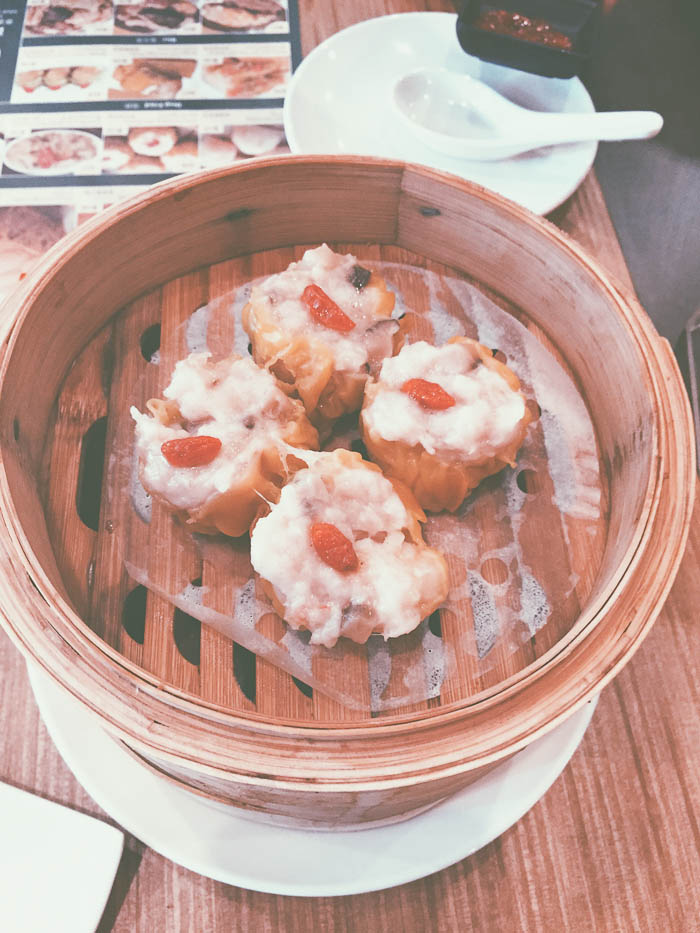 dim sum in a tray at tim ho wan