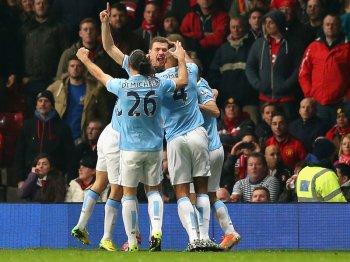 Man-United-v-Man-City-Edin-Dzeko-of-Mancheste_3107573