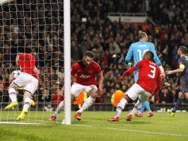 Manchester-United-v-Olympiacos-Robin-van-Pers_3104135