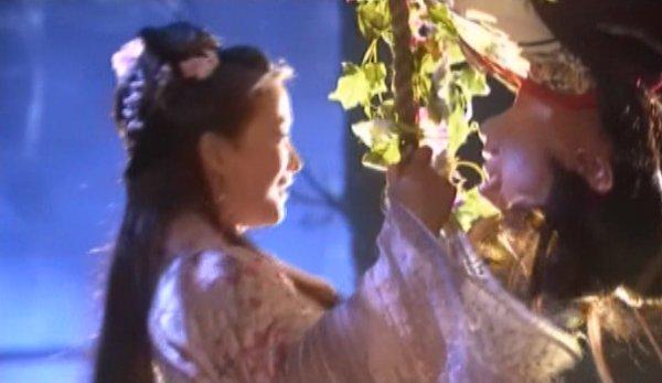 Wen Yi and Xia Xueyi on the swing