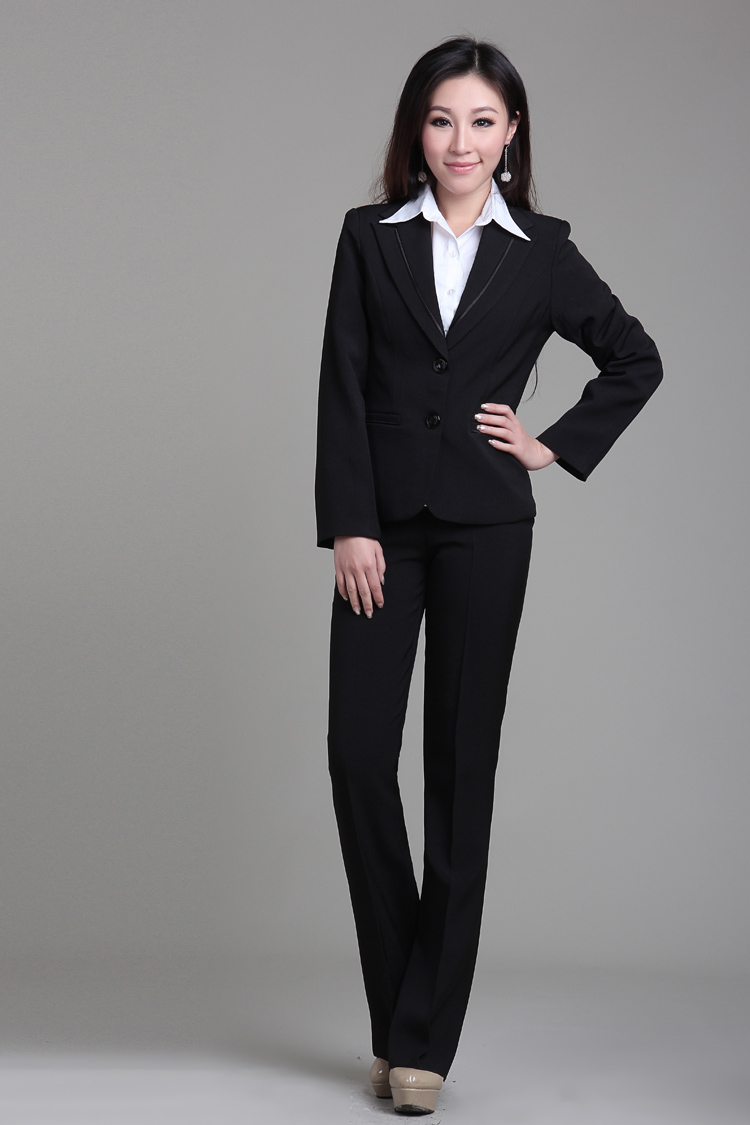 woman_black_suit
