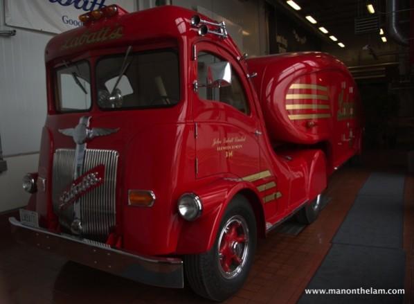 Labatt-Streamliner-vintage-beer-truck