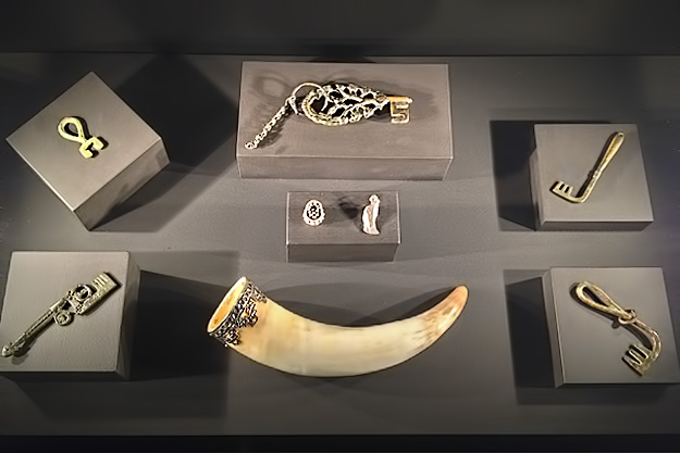 Man-On-The-Lam-Top-100-Travel-Blog-Posts-of-2015-so-far-by-social-media-shares-Illinois-Chicago-Field-Museum-Viking-Exhibition-metal-keys-and-horn.jpg
