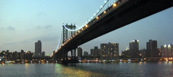 Brooklyn Bridge, sobre o rio Hudson