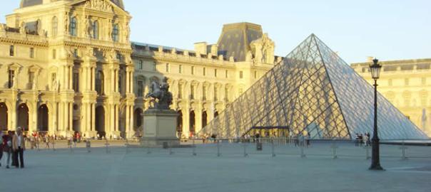 Musée du Louvre, no bairro de Palais Royale, Paris