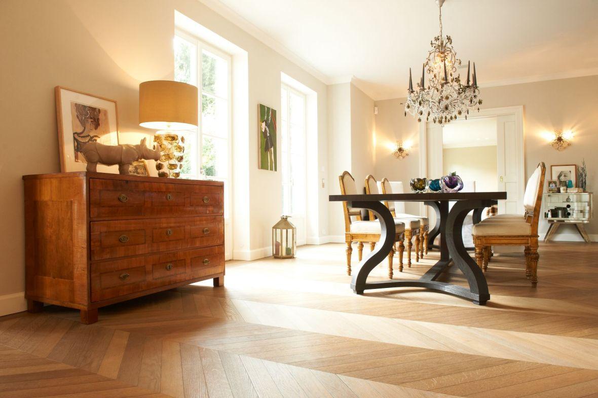 Als Basis eines jeden Raumes geben Holzböden Halt, Wärme und Geborgenheit.