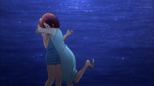 千歌に抱きつく梨子ちゃん