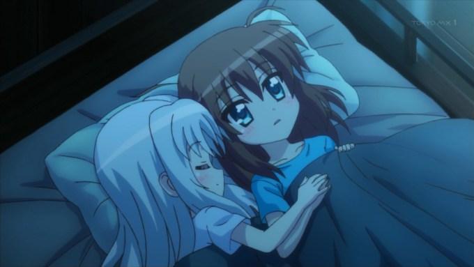 一緒に寝るフーカとリンネ(第10話画像)