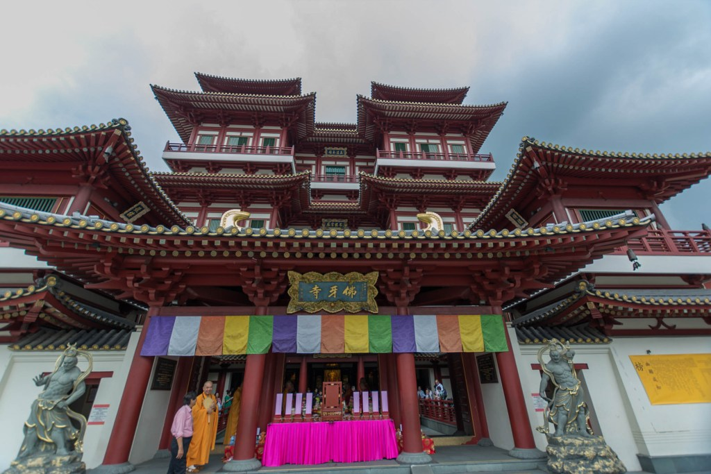 Buddha Tooth Relic Temple, Chinatown, Singapore. 20 Photos that will make you want to visit Singapore
