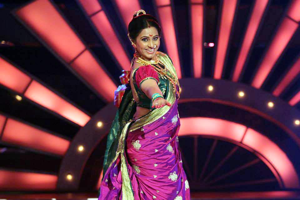 marathi actress dipti ketkar in ekapeksha ek apsara aali zee marathi