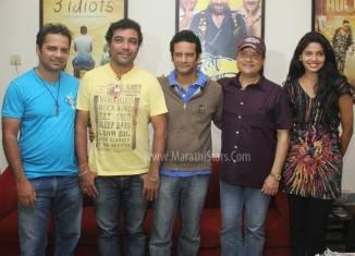 Sachin Pilgaonkar with Satish Rajwade, music director Avinash-Vishwajeet & actress Pooja Sawant