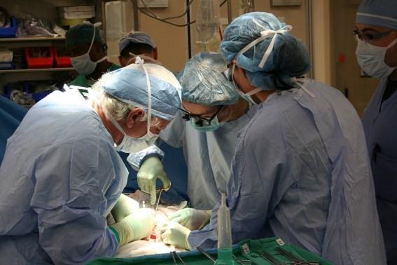 operacion en quirofano