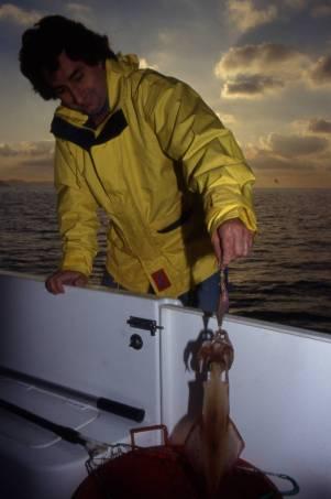 La pesca al calasole dei calamari è un a tecnica affascinante