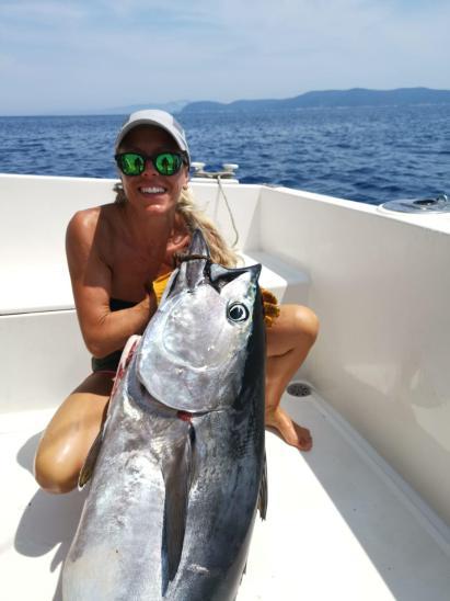 La pesca del tonno è una delle poche tecniche dove è possibile catturare il pesce da sogno, delimitata dalla Legge viene praticata a seconda del periodo con il Cath & Relaise