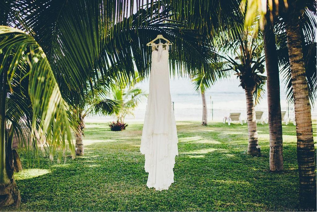 Mariage Réunion tropical wedding planner Ma Régisseuse robe de mariée jardin plage