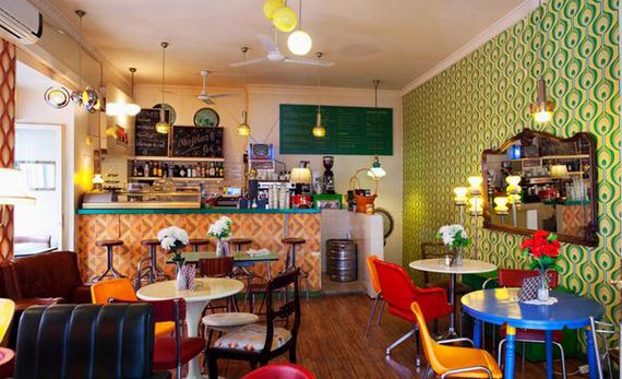 Reformas de restaurantes con personalidad tips para no for Sillas vitra imitacion