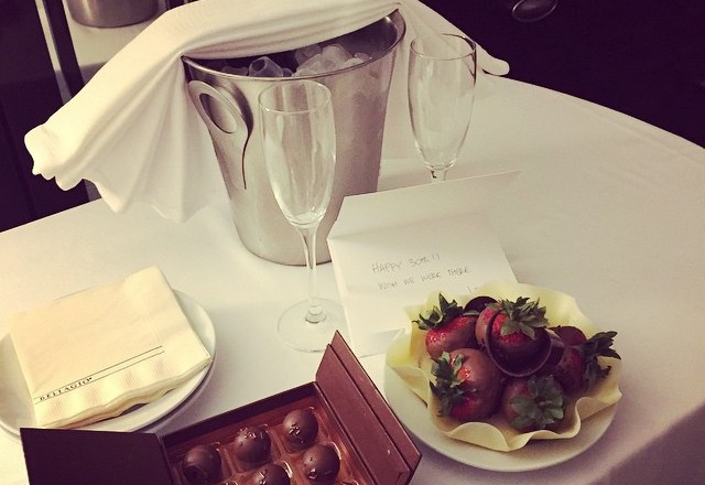 Champagne and strawberrys from @joyce.morelli and dad. Chocolates from @bellagio. Thanks! #marysdirtythirty