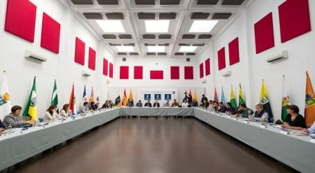 LAS PALMAS DE GRAN CANARIA (Canarias). 05/12/2016.- El equipo de gobierno del Cabildo de Gran Canaria, encabezado por el presidente Antonio Morales, se reunió hoy con los alcaldes de la isla y los diputados que la representan en el Parlamento autonómico para analizar el reparto de los recursos del Fondo de Desarrollo de Canarias (Fdecan).