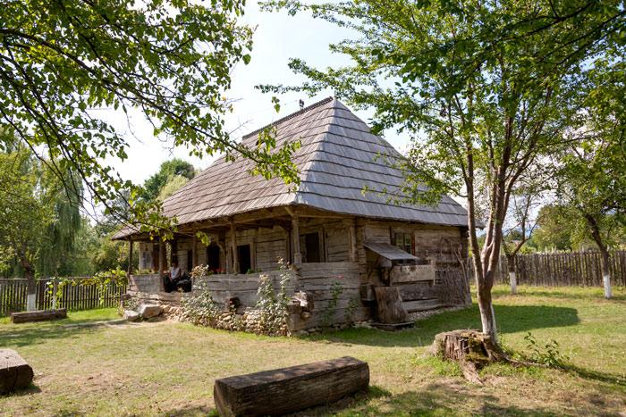 """Casa Memorială """"Constantin Brâncuşi"""" din satul Hobiţa, judeţul Gorj, este greu accesibilă turiştilor"""
