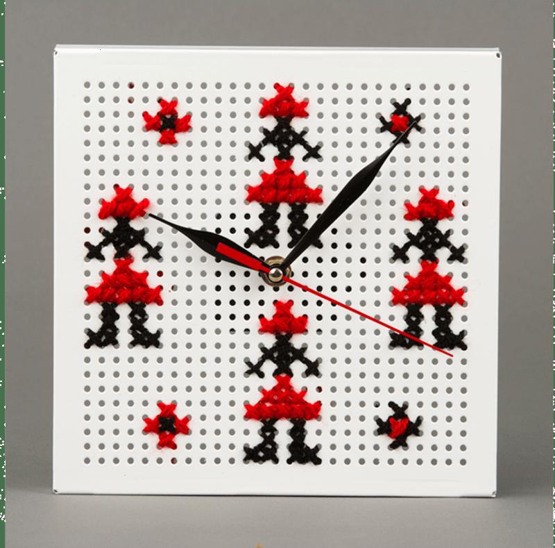 "Ceas de perete cu simbolul ""hora de fete"""
