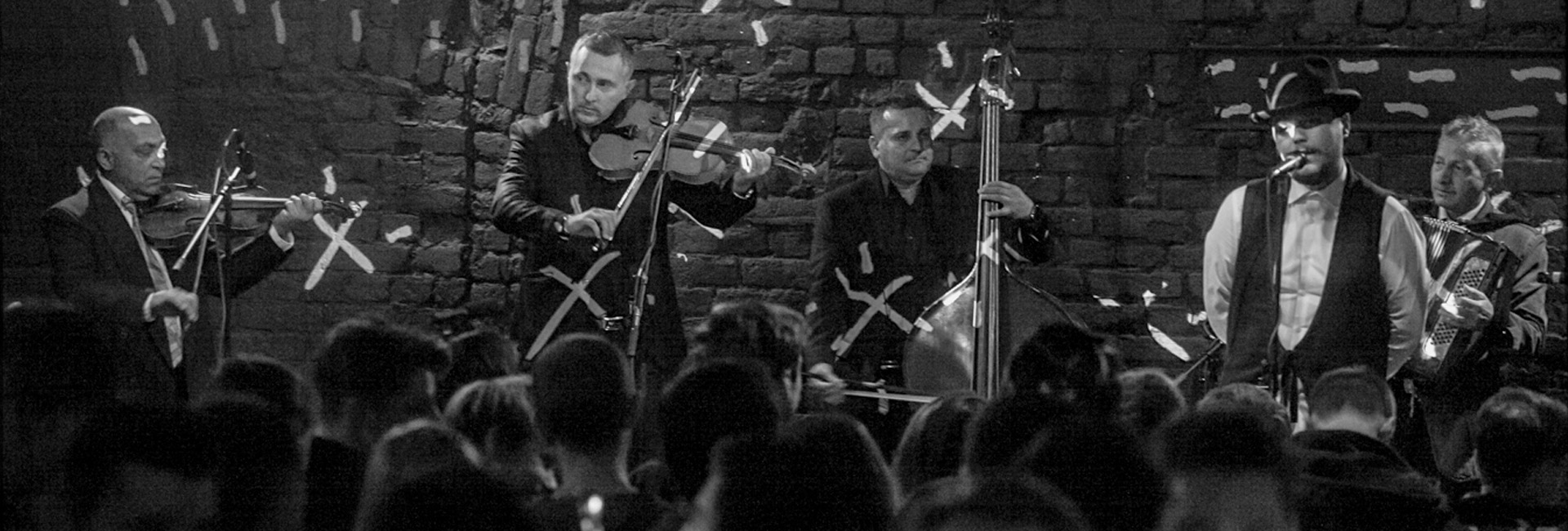 muzică românească trioul ţărănesc din Câmpia Transilvaniei Transilvania Dracula folclor slider