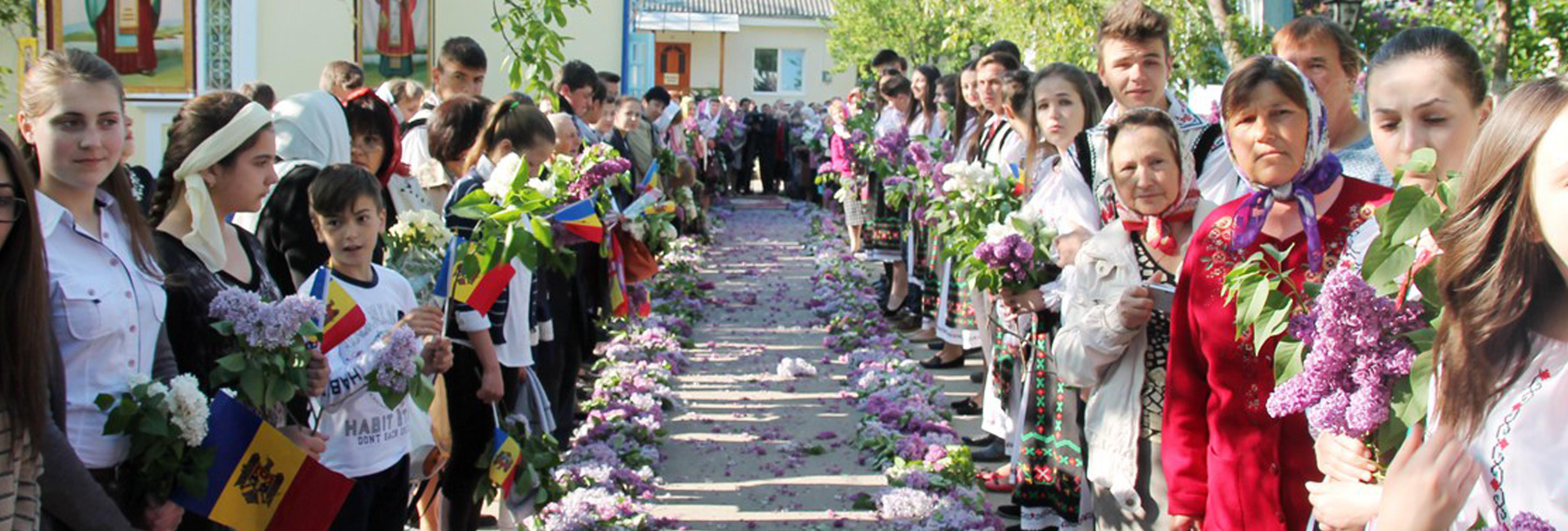 Biserica Sfinții Arhangheli Voievozi Mihail și Gavriil Durlești credință Basarabia slider