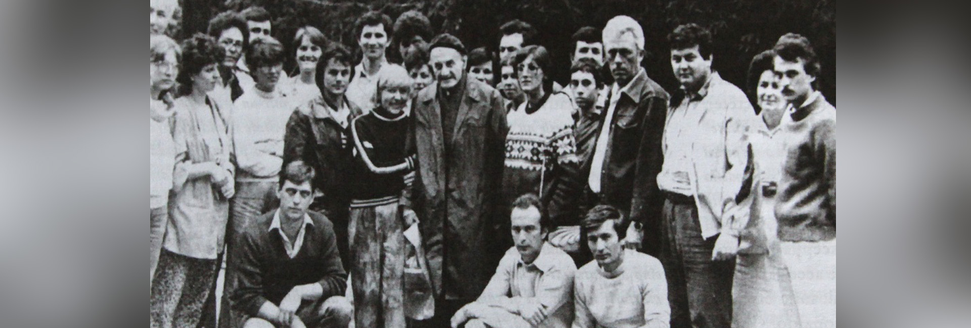 Constantin Noica în compania discipolilor săi, printre care și Gabriel Liiceanu, de la Şcoala de la Păltiniș slider