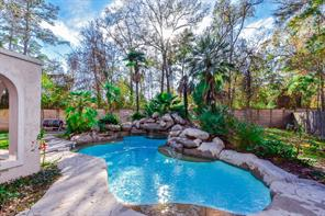 Property for sale at 2 Harbor Cove Drive, Spring,  Texas 77381