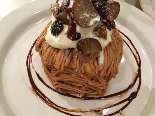 ジェイ・エス・パンケーキカフェ の栗と木の実のモンブランパンケーキ