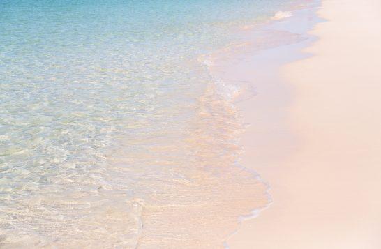美しい波打ち際(宮古島の前浜ビーチ)