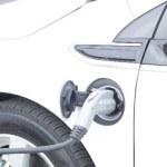 ガソリンが安くなるクレジットカードを比較!車を運転するならマスト・アイテム