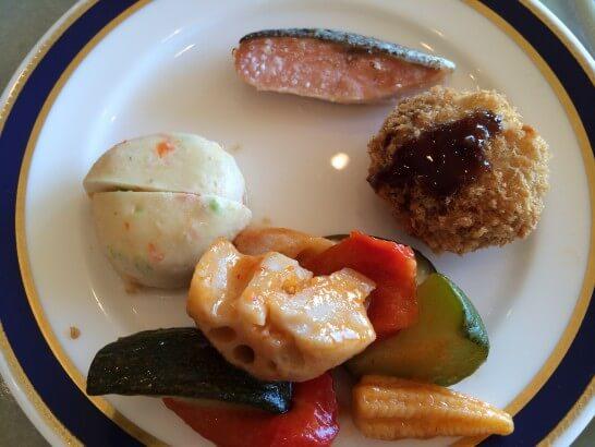 鎌倉プリンスホテルの朝食の煮物・焼き物