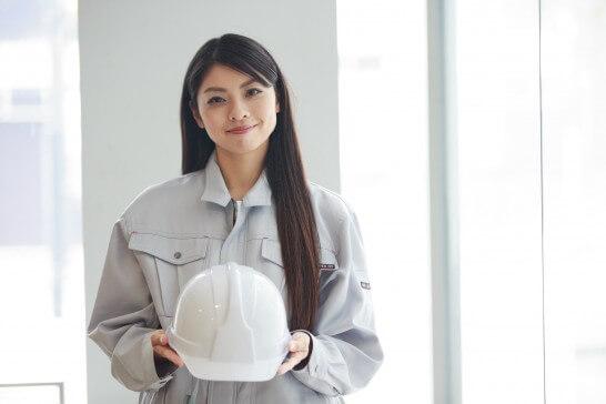 作業服姿の女性