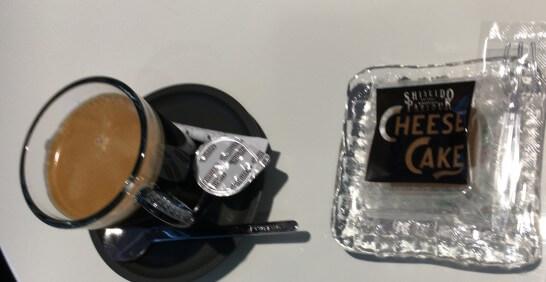 ダイナースクラブ 銀座ラウンジの資生堂パーラーのチーズケーキとコーヒー