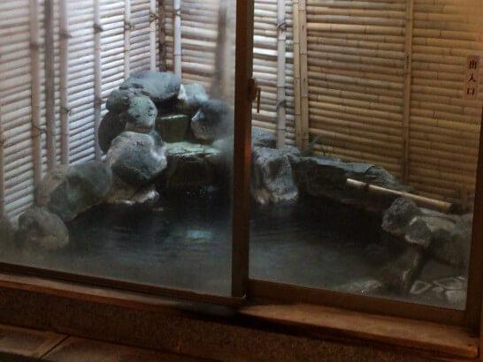 界伊東の貸切風呂の露天風呂